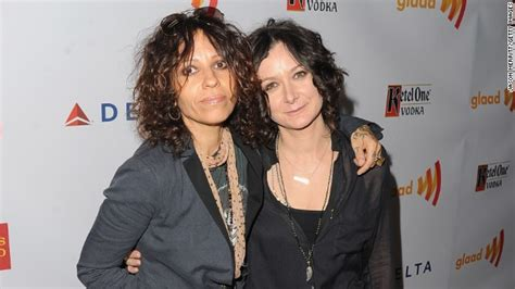 linda perry on the talk sara gilbert announces engagement on the talk cnn