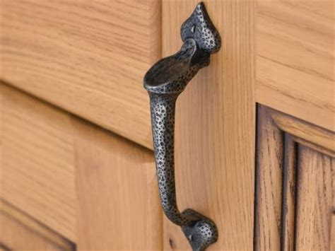 traditional kitchen cupboard handles kitchen door drawer cupboard handles lark larks