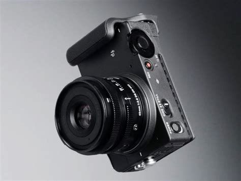 sigma fp full frame camera  matching small size