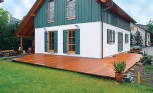 terrassen selber bauen sichtschutz terrasse selber bauen kunstrasen garten