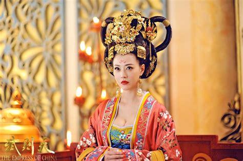 chinese film empress 雍容華貴 大型歴史ドラマ 武則天 のメインキャストの一人 キャシー チャウ 周海媚 のスチール写真が公開 華