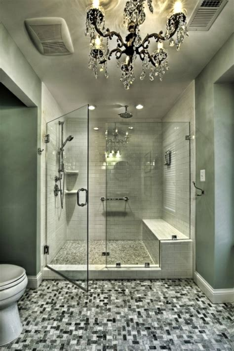 ideen badezimmergestaltung badezimmergestaltung ideen mosaik bodenbelag kronleuchter