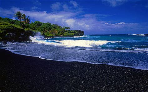 black sand beach hawaii black sandy beach in hawaii places to see in your lifetime