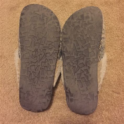 american eagle slippers for 33 american eagle outfitters shoes ae slippers from