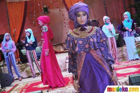 foto fashion show busana muslim merdeka foto pameran tren busana muslim jelang lebaran 2013