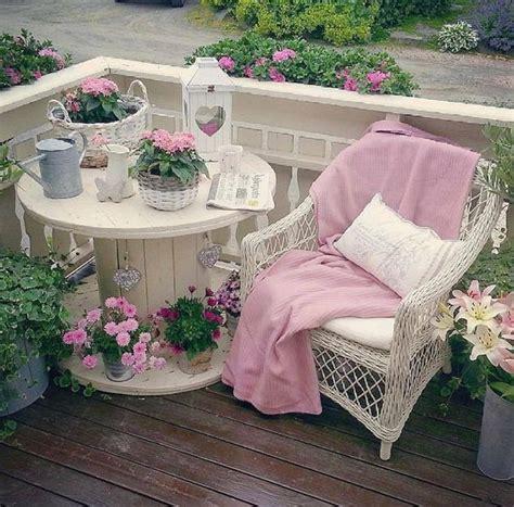 shabby chic giardino decorare il giardino in stile shabby chic 20 idee per