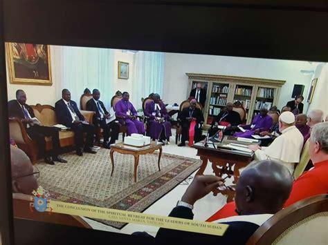 pope francis kisses feet  south sudanese leaders  vatican retreat south sudan news agency
