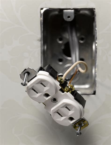 connecting an electrical outlet receptable