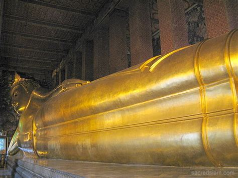 photo at wat pho temple of the reclining buddha