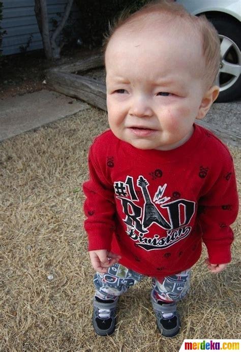 Wajah Bayi foto berekspresi cemberut wajah bayi bayi yang lucu ini