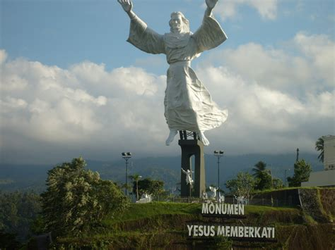 patung yesus am indonesia vs the philippines 2013 country place move