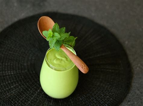 Chlorophyll Plus Fresh Mint Flavour 730ml green chlorella smoothie with apple and mint by