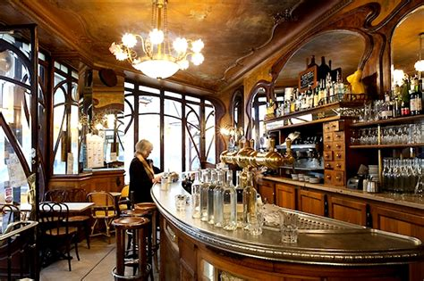 Le Deco artists and cafes a marriage made in heaven