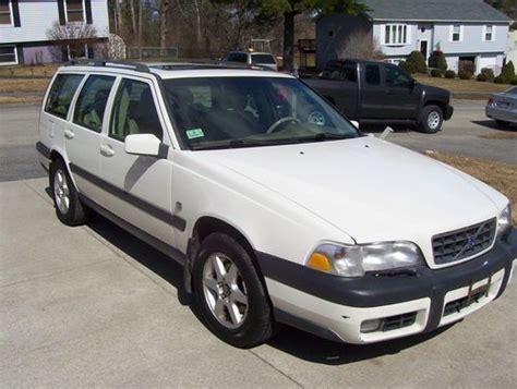 find   volvo  xc awd wagon  door   pittsfield massachusetts united states
