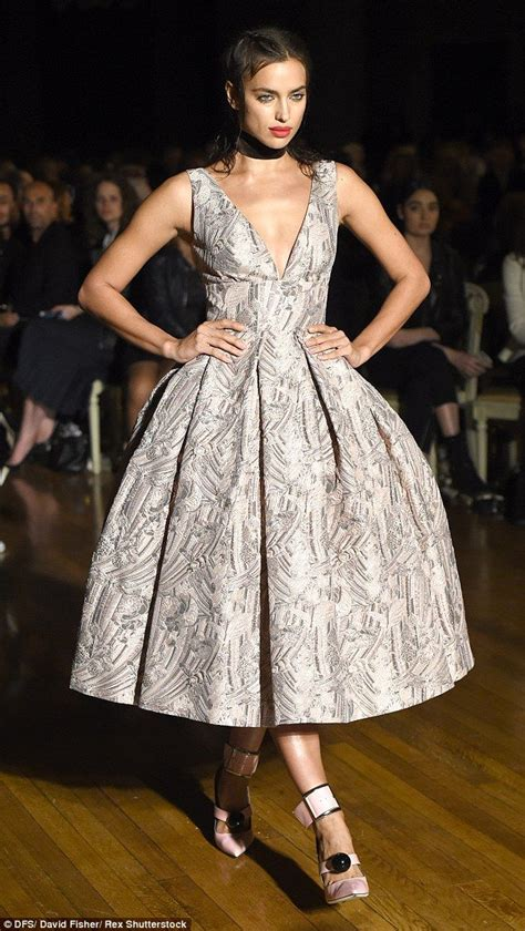 Shiny Fashion Tv Giles Deacon Gold by 17 Best Ideas About Glamorous Dresses On Gold