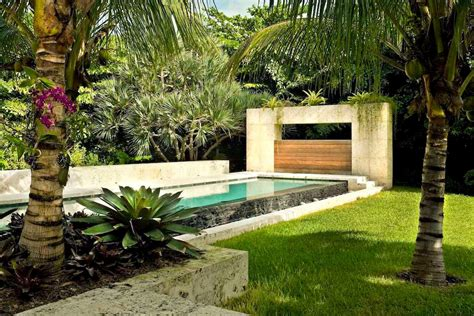 Modern Landscaping Ideas For Small Backyards Modern Tropical Landscape Ideas With Beautiful Palm Trees And Contemporary Swimming Pool For
