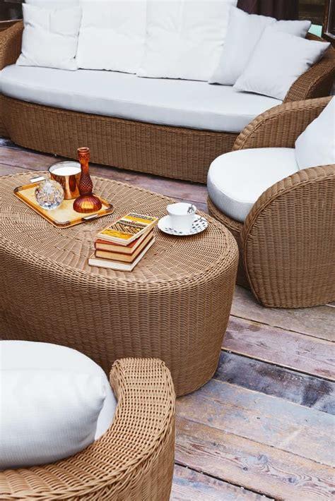 divanetti per esterni divano in plastica intrecciata forme sinuose per esterno