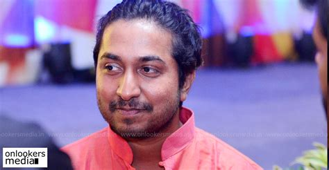 actor vineeth movies list vineeth sreenivasan s next titled as aana alaralodalaral