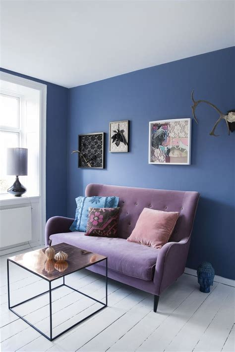 blue couch what color walls woonkamer blauw i love my interior
