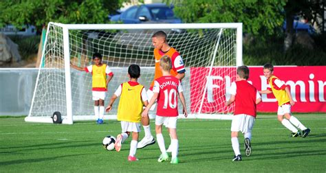 arsenal academy players images from arsenal players visit to arsenal soccer