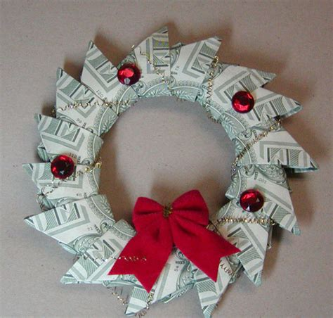 Money Origami Wreath - 14 creative money gift and gift tutorials tip junkie
