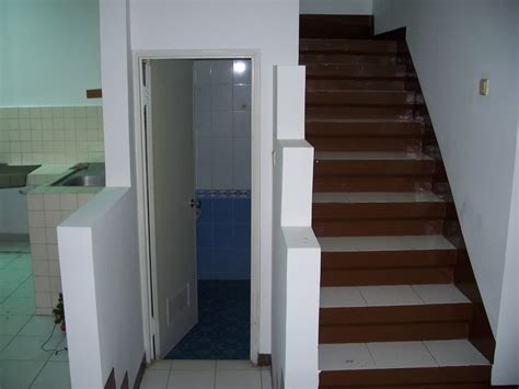 desain kamar pembantu minimalis desain kamar mandi bawah tangga minimalis keren dan nyaman
