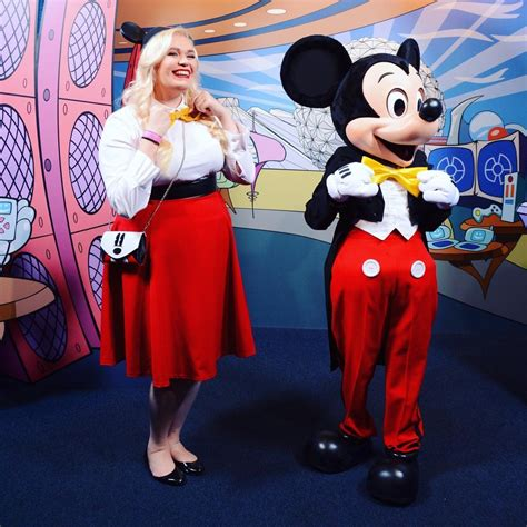 Selimut Bl Disney Mickey 13 favorite looks from the disneybound march challenge