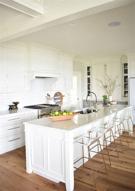 best benjamin moore white for kitchen cabinets nantucket inspired white kitchen design home bunch