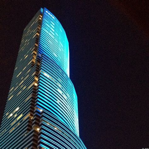 Led Lights Miami Miami Tower Changes Colors Instantly With New Led Lights