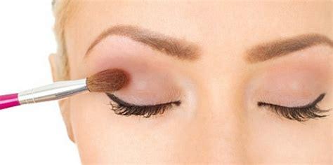 Eyeshadow Bubuk cara untuk menentukan kapan harus mulai mengganti makeup