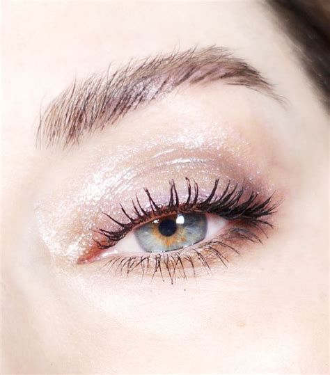 every post has its own story tutorial makeup idul fitri how to apply glossy eye shadow byrdie