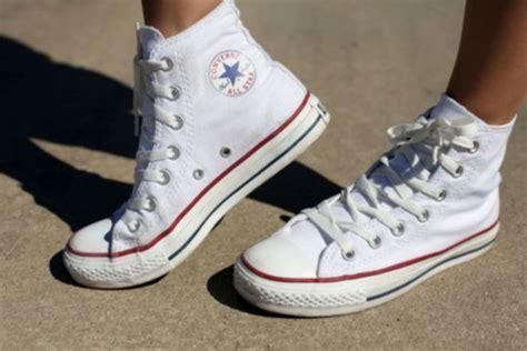 Sepatu Converse Perekat Dewasa punya sepatu converse putih ini cara membersihkan yang tepat money id