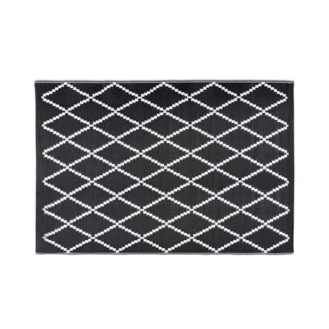 outdoor rug black and white losia black and white patterned outdoor rug 180 x 270 cm maisons du monde
