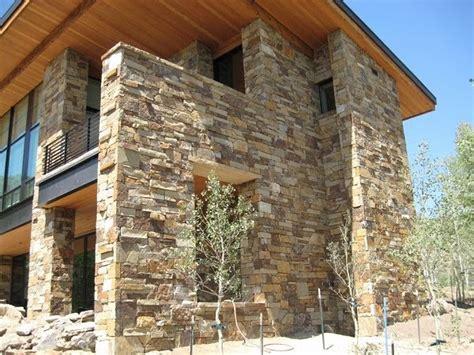 in pietra e legno prefabbricate in legno e pietra