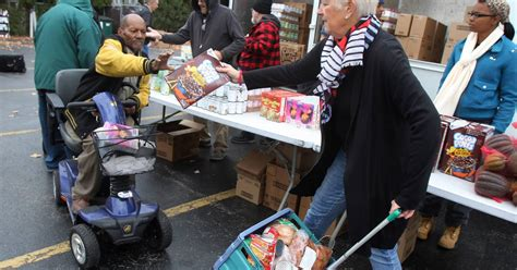 Food Pantry In Waukegan Il by Veterans Charity In Chicago Provides Food For Families