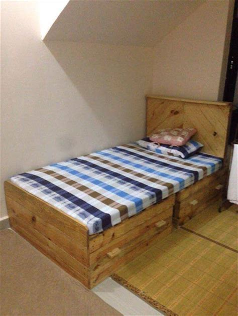 Handmade Toddler Bed - diy pallet bed with 2 drawers pallet furniture diy