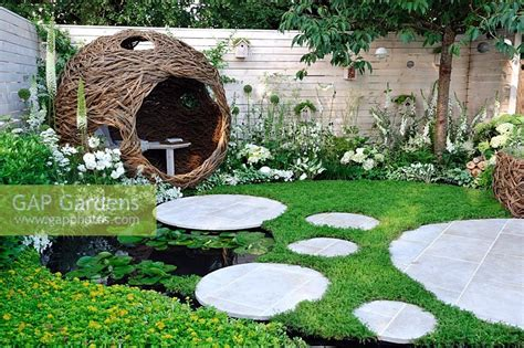 gap gardens woven willow bird hide  seating area