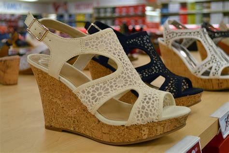 footwear shopping style guru fashion