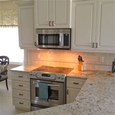 ivory kitchen ideas 1000 images about ivory kitchen cabinets on prague kashmir white granite and