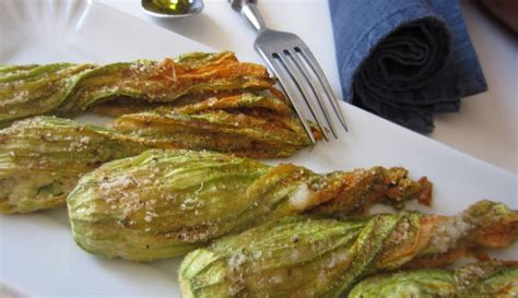 fiori di zucca ripieni vegetariani fiori di zucca ripieni di formaggio e avocado