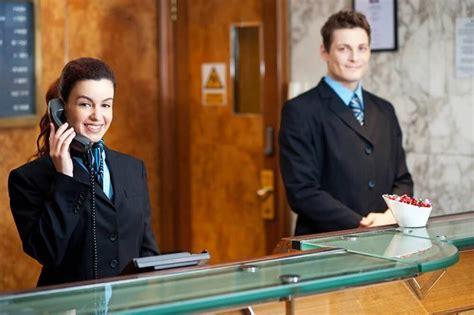 lavoro portiere notturno un albergo di taranto assume due receptionist e un