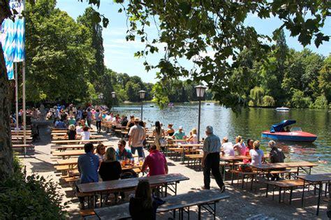 Biergarten Nördlicher Englischer Garten by Munique Alegre Verde Bela E Cervejeira Gastrol 226 Ndia