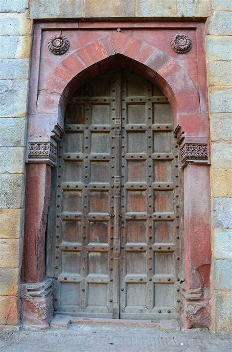 pictures doors file one of the doors inside purana qila jpg
