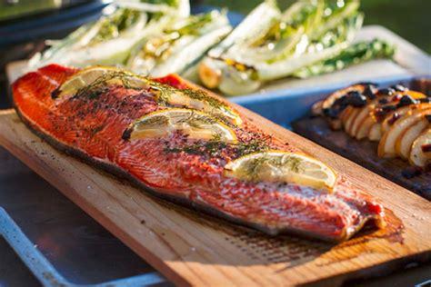 cucinare pesce al barbecue show cooking grigliata di pesce il mondo barbecue
