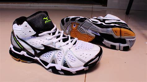 Jual Sepatu Bulutangkis Asics jual beli sepatu olahraga voli mizuno wave tornado 9 mid