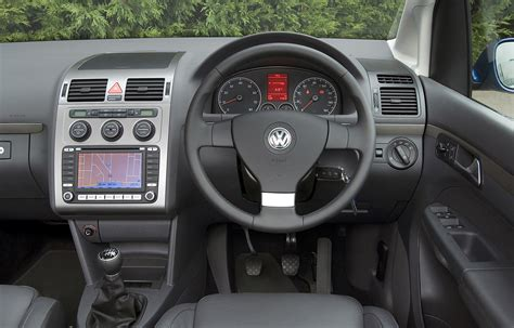 Vw Touran Interior Dimensions by Volkswagen Touran Estate 2003 2010 Photos Parkers
