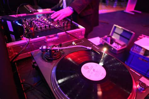 Choosing The Best Wedding DJ   Perth Wedding Singer & DJ