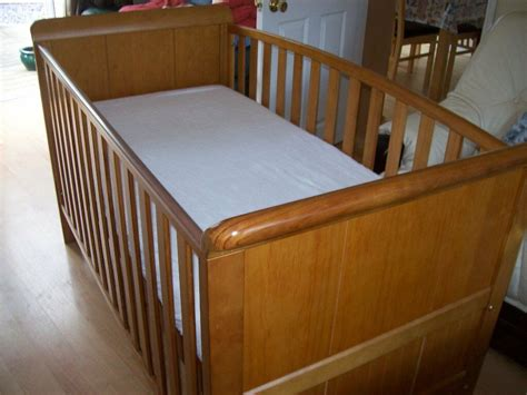 babies r us baby bed mattress babies r us 3 in 1 aspen cotbed sofa bed and toddler bed