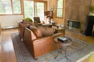 what color goes with brown furniture what colors of paint go with a brown leather