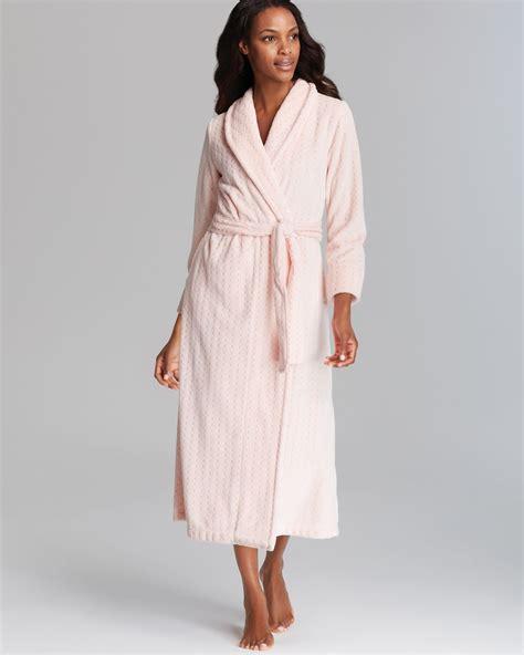 oscar de la renta robe oscar de la renta plush comfort robe in pink whisper